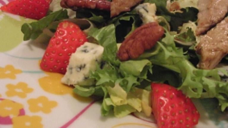 Salade d'agneau aux fraises au Roquefort Vernières